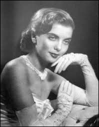 Who was voted the most beautiful European woman of the year 1952 ?