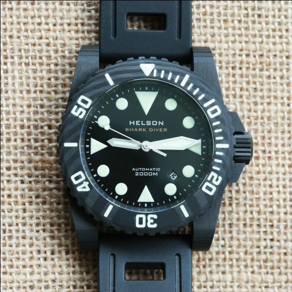 What depth does ISO 6425 require dive watches to be water resistant to?