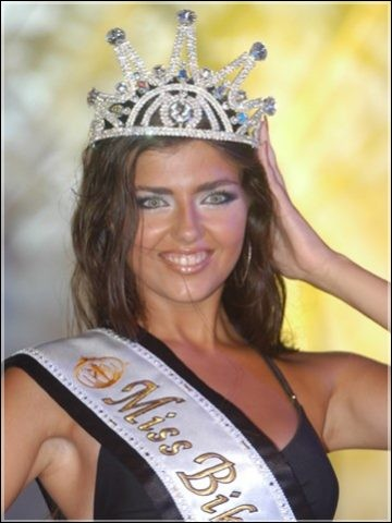 Who is the most beautiful woman in swimsuit in 2003 ?