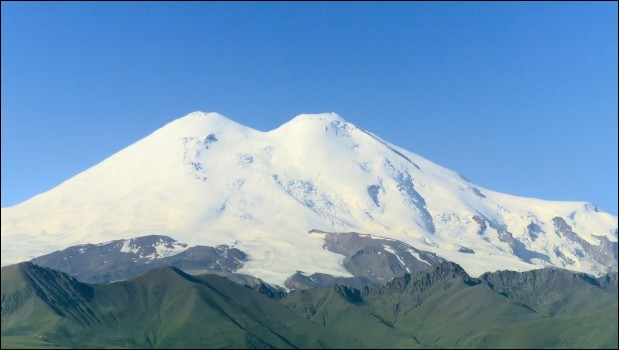 The tallest peak in Europe is found in the Caucasus mountains. What's its name ?