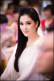 Who was elected most beautiful woman in Vietnam in 2004 ?