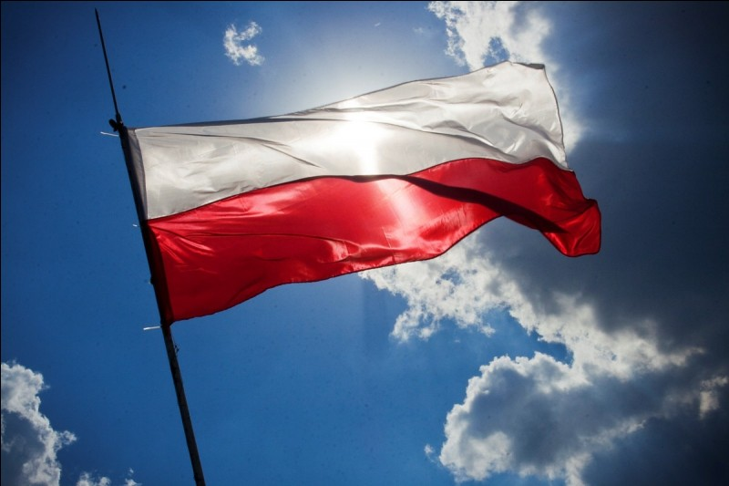 What are the official colors of the Polish flag?