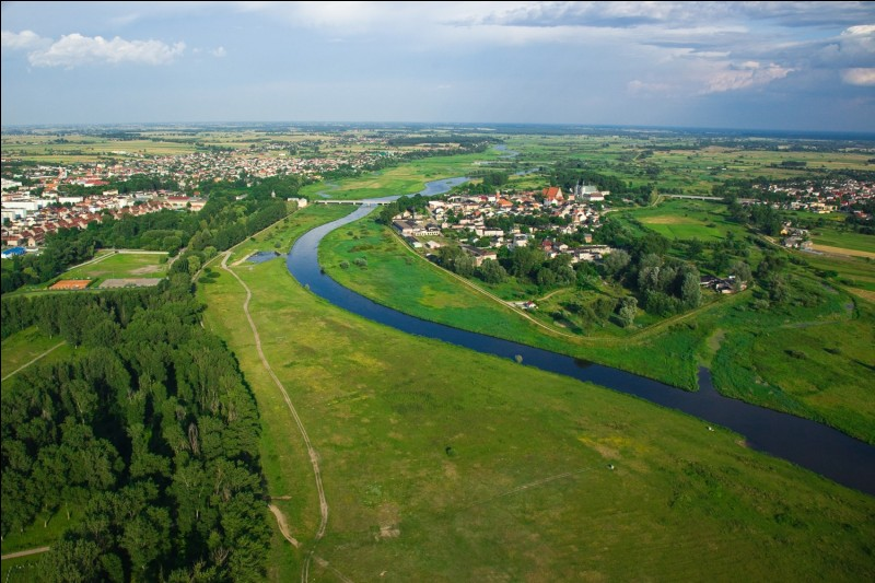 Which river except Wisła occurs in the national anthem?