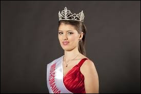 Who was named most beautiful woman on Romania in 2009 ?