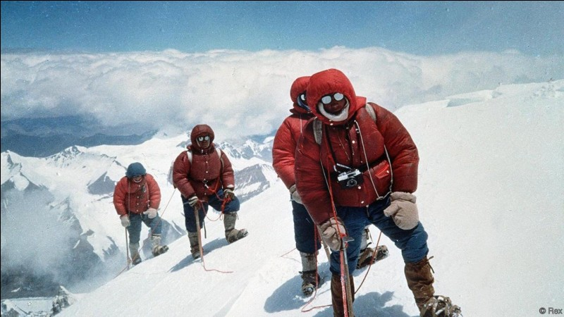 How many bodies are there approximately on Mount Everest?