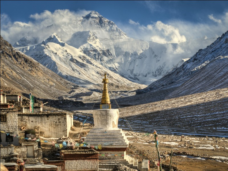 Natives of Tibet call Mount Everest Chomolungma. What does it mean?