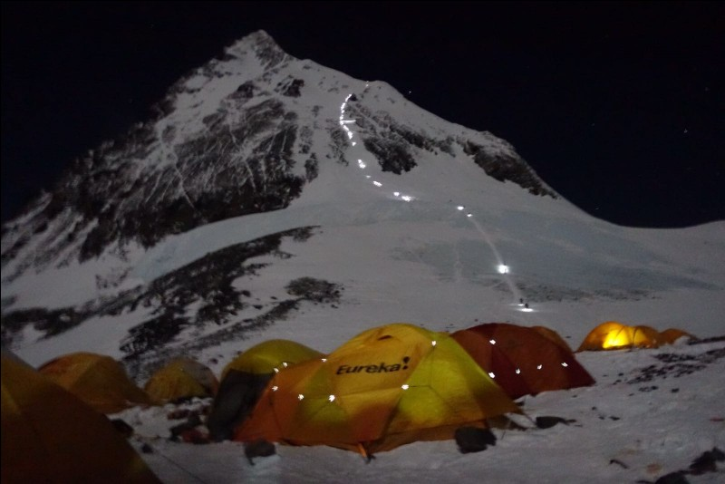 How many of the successful summits ends in death?