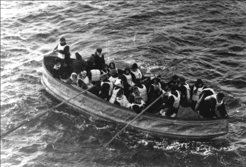 How many lifeboats did the Titanic carry?