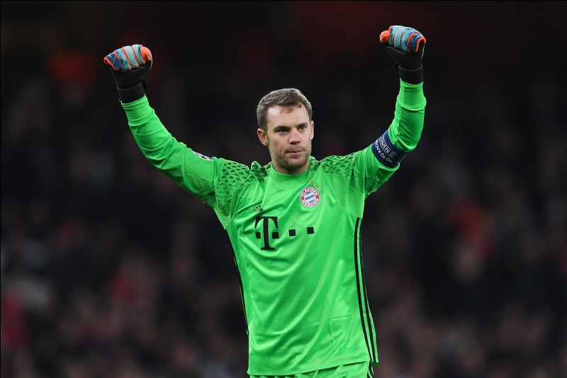 Which position does Manuel Neuer play?