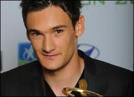 In which club did Hugo Lloris make his professionals debuts in 2005 ?