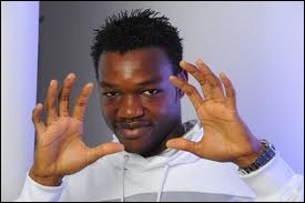 In which L2 team was Steve Mandanda playing before signing with OM in 2007 ?