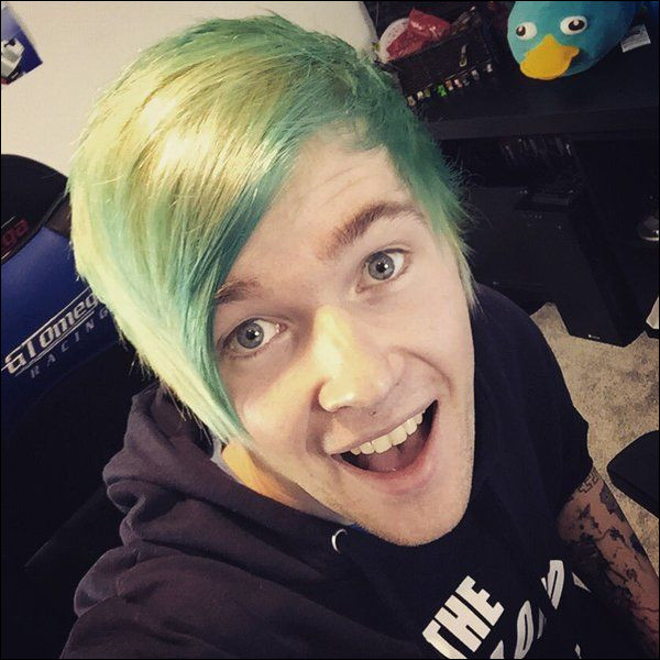He dyed his hair blue in 2015, but which day and month was it?