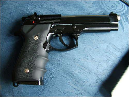 Is the pictured gun an airsoft gun, real steel gun, or paintball gun?