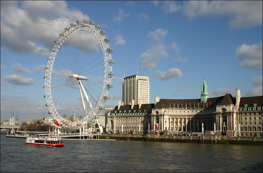 What building can you find next to the London Eye?