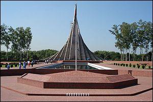 Who is the architect of national monument (Jatiyo Sriti Soudho )?