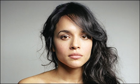 Norah Jones. Singer. Filipina?