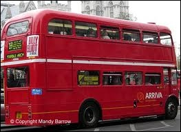 The 29 bus ____ to the town centre every hour.