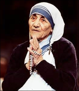 She founded the Missionaries of Charity , a Roman Catholic religious congregation which runs hospices and homes for people with HIV / AIDS , leprosy and tuberculosis; soup kitchens; etc.