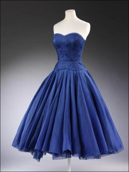 Look! I have just bought a ... dress for my sister's wedding.