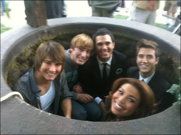 In what order did the boys fall down the well in 'Big Time Sparks'?
