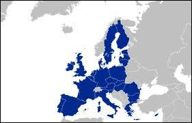 Flags and Europe - What are the two colors (without arms) of the smallest country of Europe?