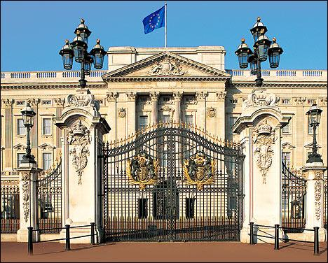 What is the official residence of Queen of England ?