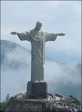 In which city can you see Christ the Redeemer?