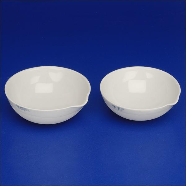 Shallow porcelain dish commonly used when heating solutions