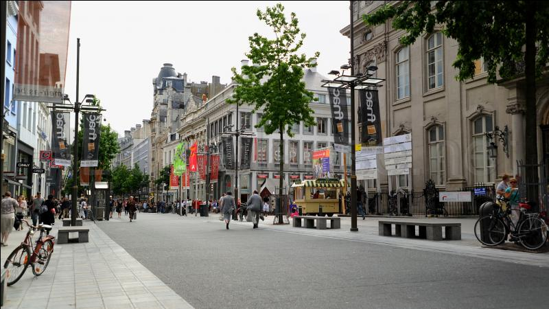 Which is a famous shopping-boulevard in Berlin?