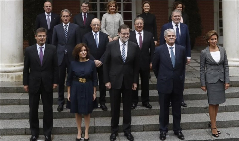 Who can choose the ministers in Spain?