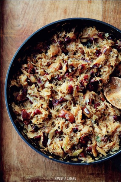 Is Polish hunter's stew (bigos) made of cabbage and meat?
